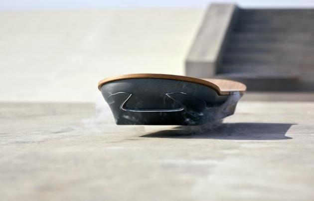 A fabricante japonesa de carros de luxo Lexus apresentou nesta quinta-feira um protótipo do 'hoverboard', o skate voador do filme 'De Volta para o Futuro II'