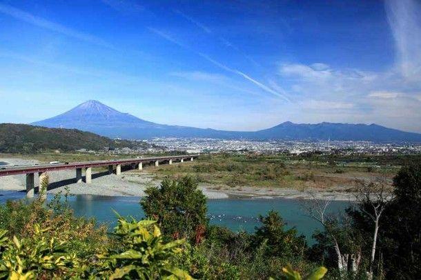 富士川と富士山と雲