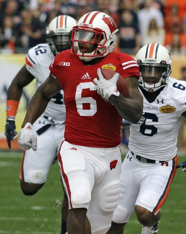 2015 Outback Bowl: Wisconsin 34, Auburn 31 - The Next One Cory Clement runs past Auburn
