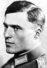 10 WWII Heroes: Claus von Stauffenberg 5/10