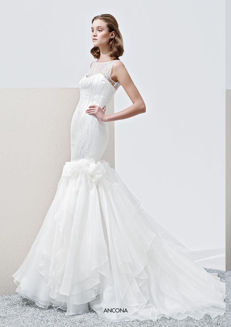 """Collezione Privée 2015 - Elisabetta Polignano """"Ancona"""": gonna a sirena e dettagli sul corpino #wedding #weddingdress #weddinggown #abitodasposa"""