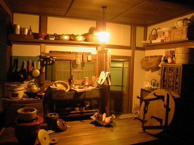ドールハウス 秋はハッピー♪|昭和レトロ和風ドールハウス rikaのブログ                                   Japanese dollhouse kitchen night view.