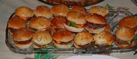 best 25 mini burgers ideas on pinterest mini hamburgers mini party foods and mini party. Black Bedroom Furniture Sets. Home Design Ideas