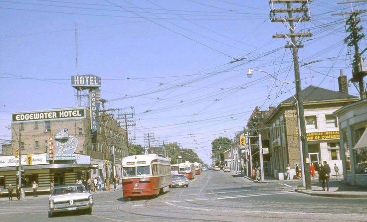 photo-toronto-roncesvalles-looking-n-from-king-edgewater-hotel-gray-coach-car-turning-onto-king-19651.jpg 1,132×687 pixels