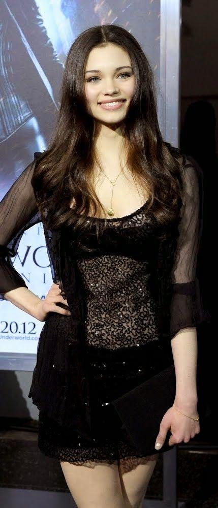 シースルードレスが似合う♪インディア・アイズリー