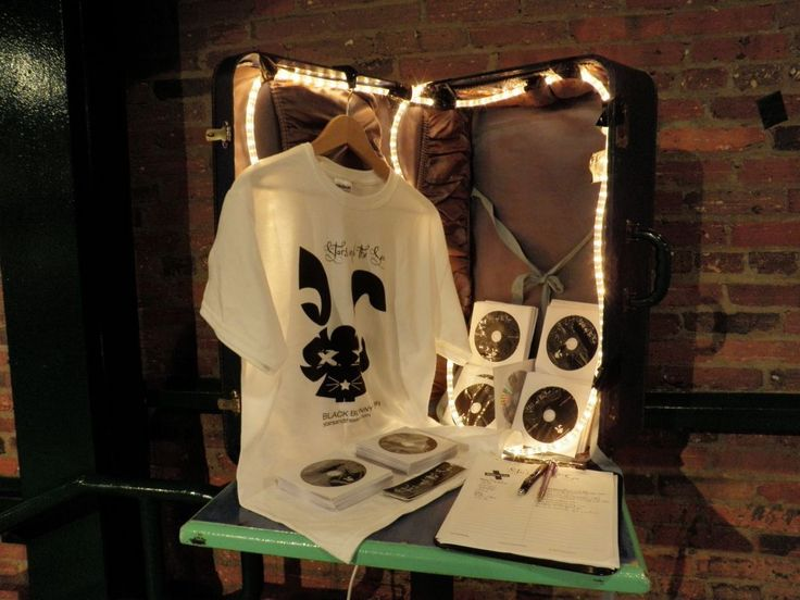 how to make a band merch display