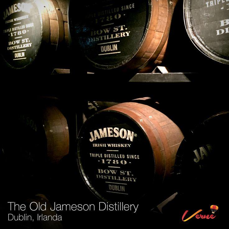 En la destilería Jameson conociendo el proceso de fabricación de un buen whiskey irlandes.