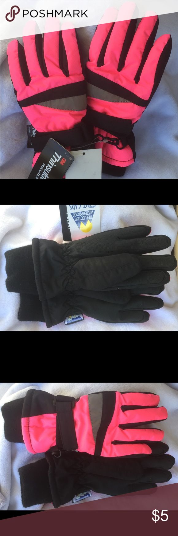 Thinsulate Waterproof Insulated Gloves 3-4 yr Cute pair of warm Thinsulate gloves, NWT. 3-4 yr. Smoke free home. Thanks! Thinsulate Accessories Mittens