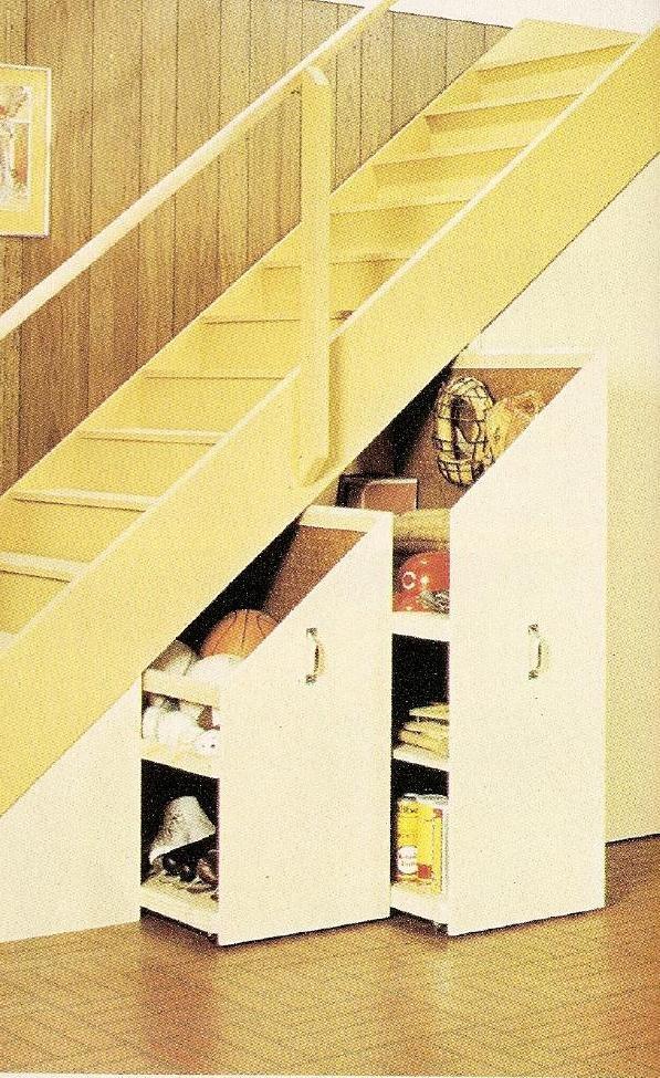 Placard coulissant sous l'escalier. Un rangement de plus. #inspiration #thisga.com #escalier #rangement