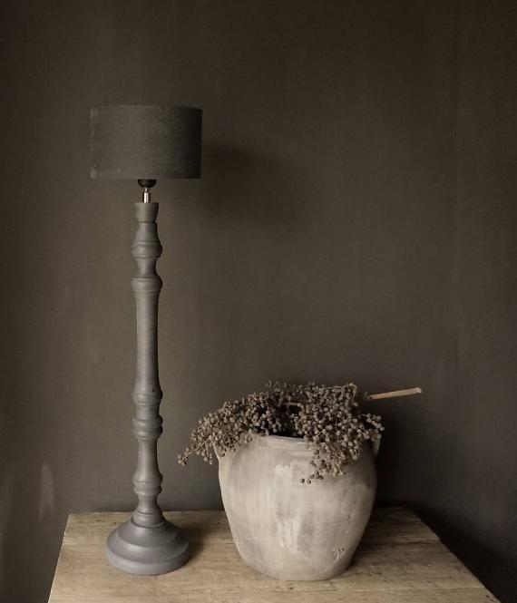 Grijs houten tafel lamp