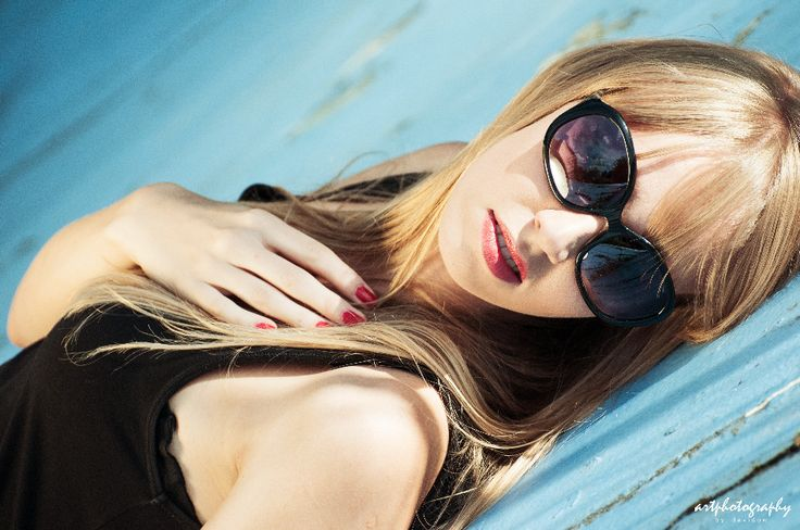 fot. davidow  sunglasses summer holiday blonde girl