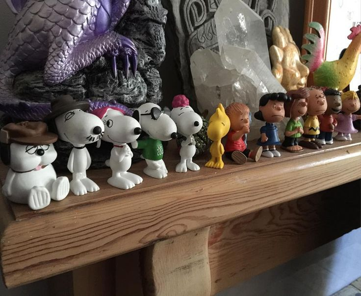 The completist in me is very happy to now have all the most recent #Peanuts characters by Schleich. I await them releasing Schroeder 'Pig-Pen' and Marcie though.