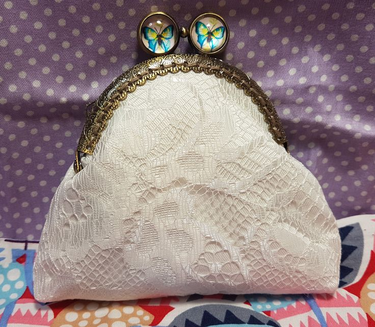 ...for the gentleness n ❤ in you...whenever I think of you, i just can't help but smile. falling in love is the greatest thing that has ever happened.....a beautiful handmade purse for that someone special..