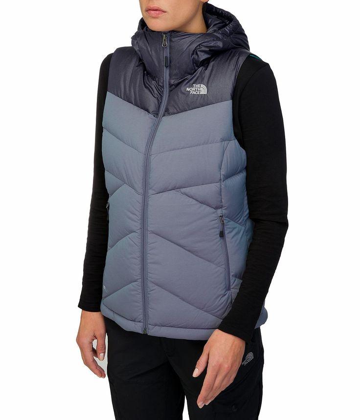 Die The North Face Damen Kailash Hooded Weste bietet eine stylische, flauschige Daunenschicht, die zuverlässig wärmt und immer cool aussieht - ideal für Unternehmungen bei kaltem Wetter. Das melierte Stretchmaterial außen sieht nicht nur schick aus, sondern bietet auch uneingeschränkte Bewegungsfreiheit....  • Zusatzinformation: - Verstellbare Kapuze - Schnürzug im Saum mit Cinch-Stoppern ...