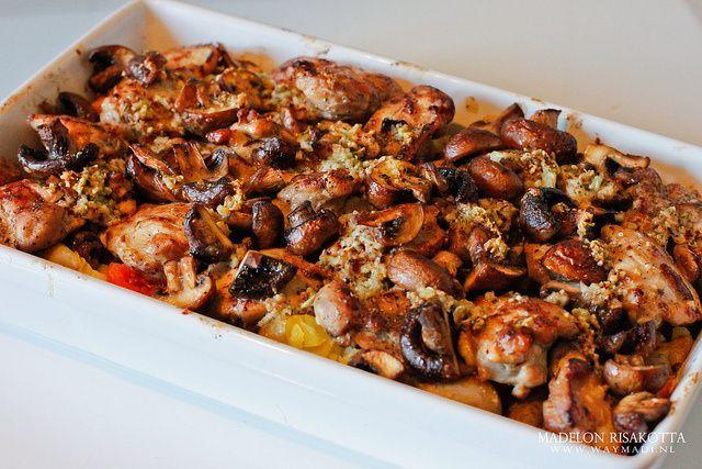 Een herfst ovenschotel bestaand uit sappige kippendijen en champignons! Uvaggio Zinfandel maakt dit herfstgerecht compleet. Het is een soepele rode wijn bestaand uit zwoel rood fruit. http://grapedistrict.nl/uvaggio-zinfandel.html