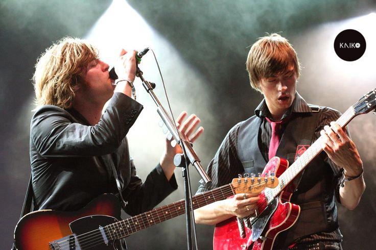 Mando Diao. Banda de garage rock y Post punk revival, con toques de los sesenta, procedente de Borlänge, Suecia. El nombre de la banda viene dado a raíz de un sueño de uno de los cantantes, Björn Dixgård.