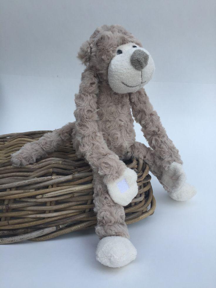 Knuffel #aap taupe Kraamkado #kraamcadeau #baby #babykado #geboortekado #babykamer #babyshower op www.hummelkado.nl