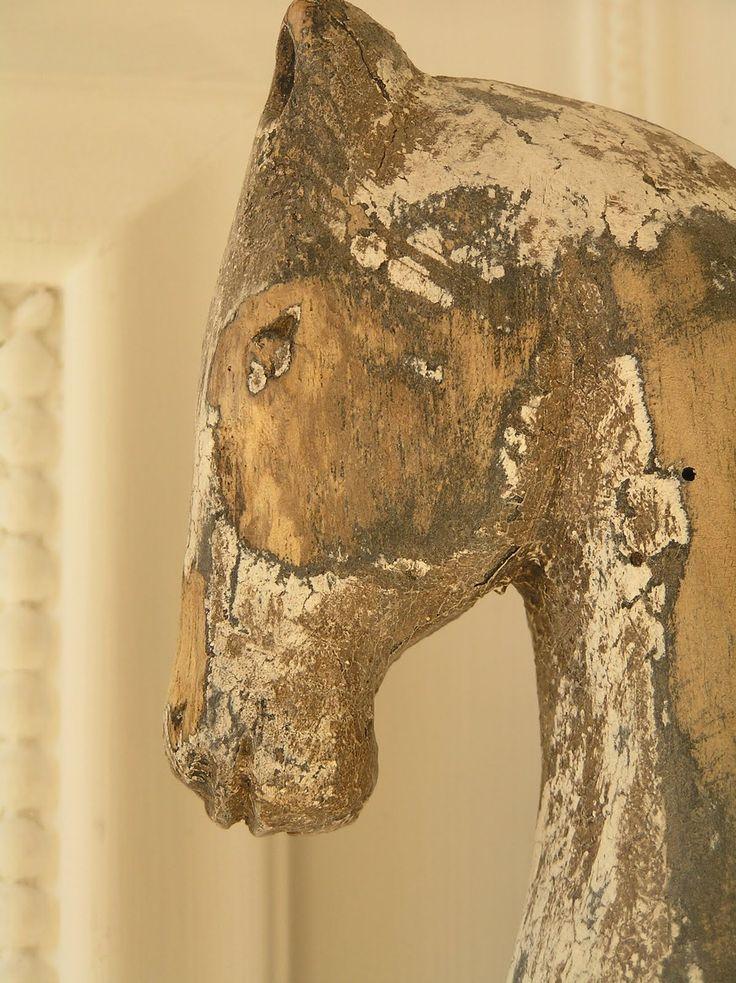 prachtig verweerd houten paard