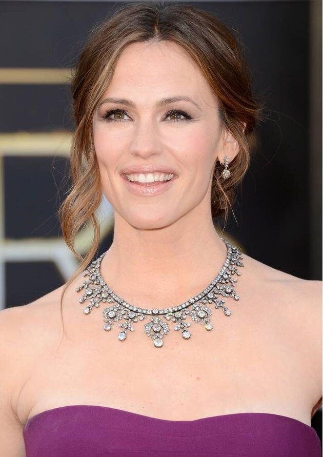 Jennifer Garner selected a vintage-inspired diamond necklace from Neil Lane for her stroll down the 2013 Oscars Red Carpet.  The necklace plus a pair of matching earrings brought the grand total to $2.5 million worth of jewels.  #oscars #oscarfashion #oscarjewelry #oscars2015