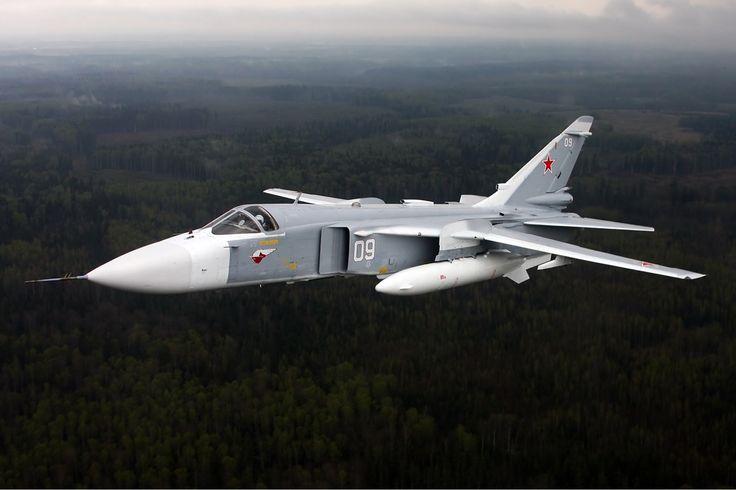 """Su-24M der russischen Luftkräfte hat vier Panzer und Schützenpanzer der Terrorgruppe """"Dzhabhat Al-Nusra"""" zerstört"""