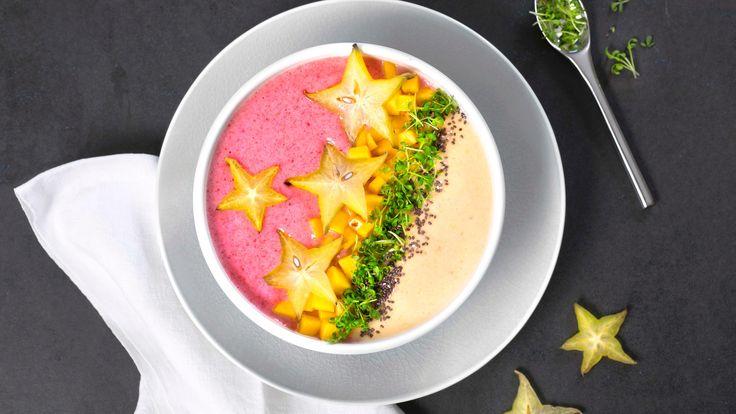 Oppskrift på Tofarget smoothie bowl med stjernefrukt og spirer