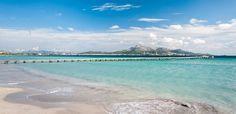 Die Playa de Muro – oder Platja de Muro – liegt im Nordosten von Mallorca. Der feinsandige weiße Strand erstreckt sich über rund sechs Kilometer zwischen den Ferienorten Puerto de Alcudia und Can Picafort. Er bietet die größte zusammenhängende Strandfläche im nordöstlichen Mallorca. Die Küstenlinie fällt über die gesamte Länge des Strandes sehr flach ins