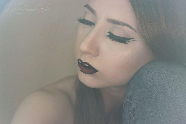 Graphisc lines, pop-art lips