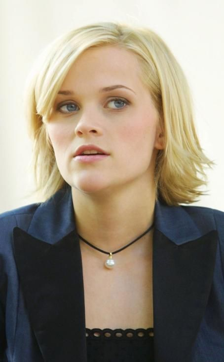 Reese Witherspoon - Sweet Home Alabama Movie Photos...Love this necklace!