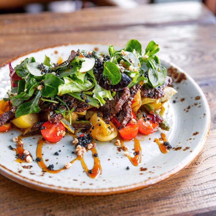 Steak salad with ginger sauce #meat #meatbybeat #meatrestaurant #steakhouse #steaks #azerbaijan #baku #restaurants #food #cuisine #beef #veal #salads #steaksalad #gingersauce