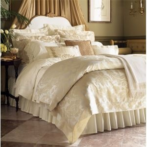 Bold oversized damask flowers in the 100% Egyptian cotton Italian-woven sateen jacquard of Leily.