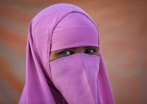 pink niqab