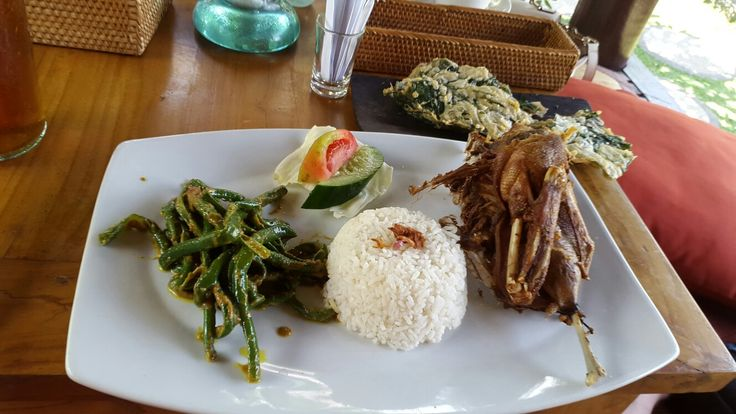 Bebek Tepi Sawah, Batu Kelig. Bali. Bebek Crispy