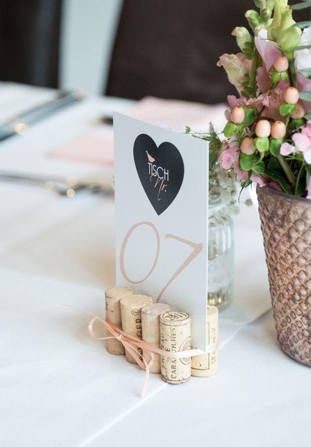 Die besten 25 Tischnummern Ideen auf Pinterest  Hochzeit tischnummern Tischdekoration und