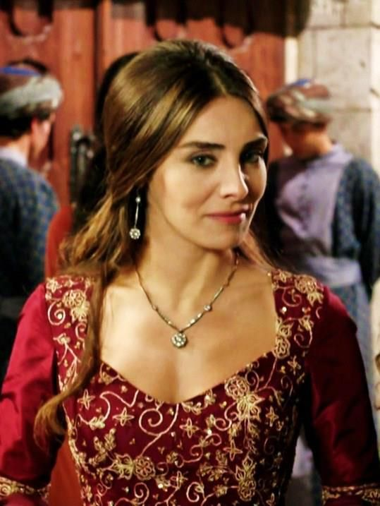 Nur Aysan  Nur Aysan was born in November, 1980 in Duisburg, Germany. Her real name is Asiye Nur Fettahoğlu. She is a remarkable and famous actress of Turkey. She has been widely known for her talent.