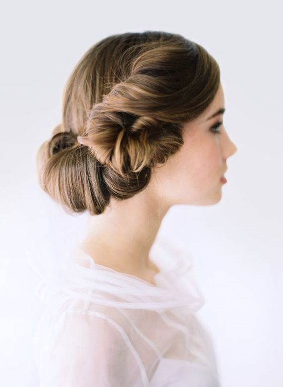 レトロ ロマンチックなスタイル <前撮り髪型シニヨンまとめ一覧>