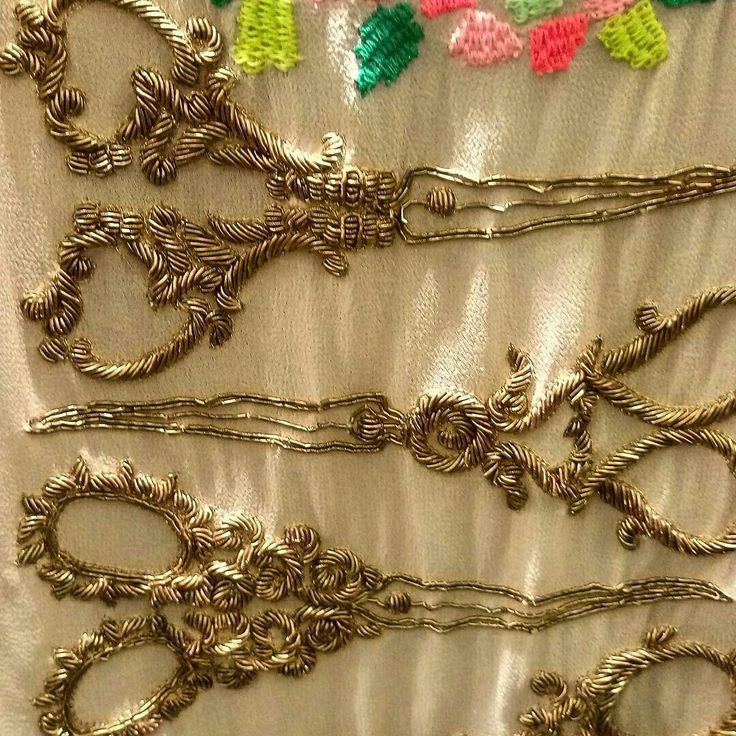 The most stunning embroidered scissors ever. Gorgeous goldwork embroidery called Zardozi. Details @quirkbox