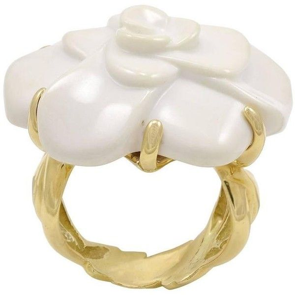 Pre-owned Chanel White Agate Gold Camellia Ring ($2,900) ❤ liked on Polyvore featuring jewelry, rings, chanel, cocktail rings, white, chanel rings, gold statement ring, statement rings, yellow gold flower ring and 18k gold ring