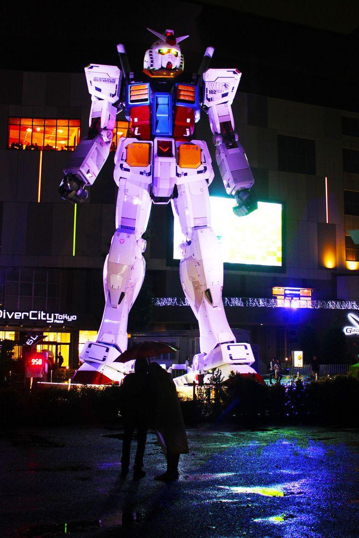 https://flic.kr/p/LRCJuY | Love under the Gundam | Gundam Front Tokyo
