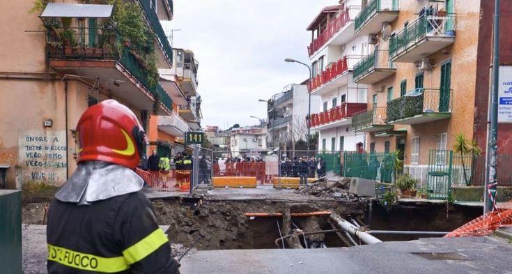 """Napoli, i residenti di Pianura: """"Viviamo nel degrado, aiutateci"""""""