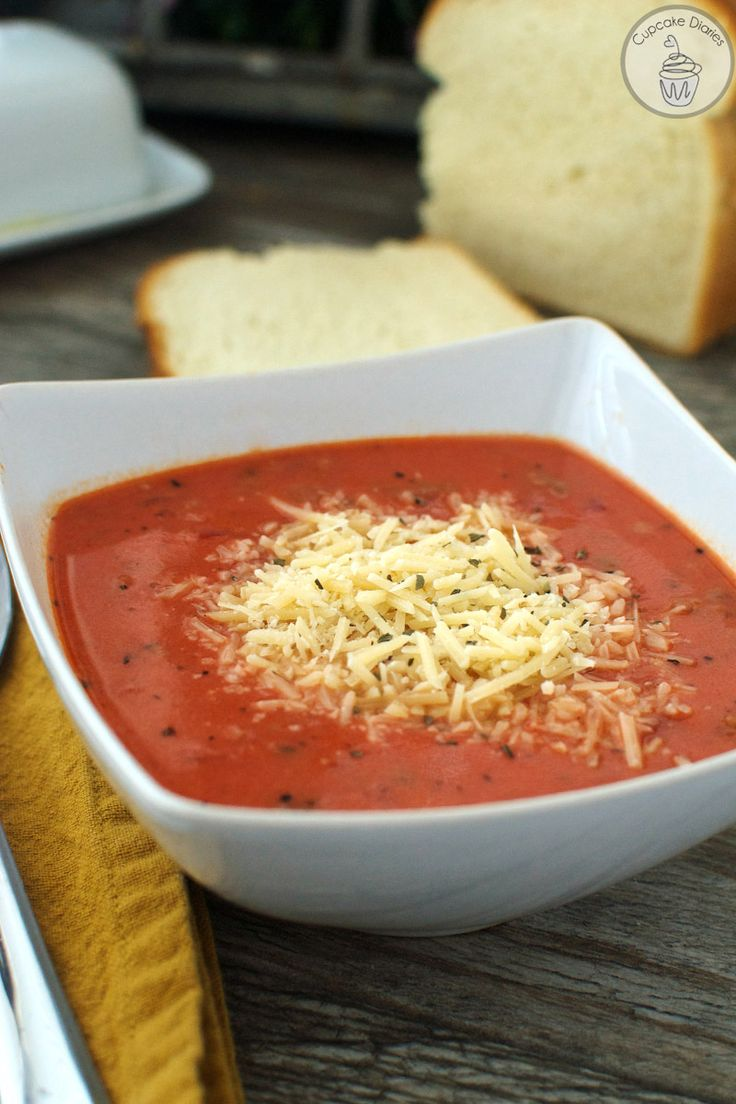 Copycat Johnny Carino's Italian Chili - never had it, but it looks like a lasagna soup without the pasta and beans instead.