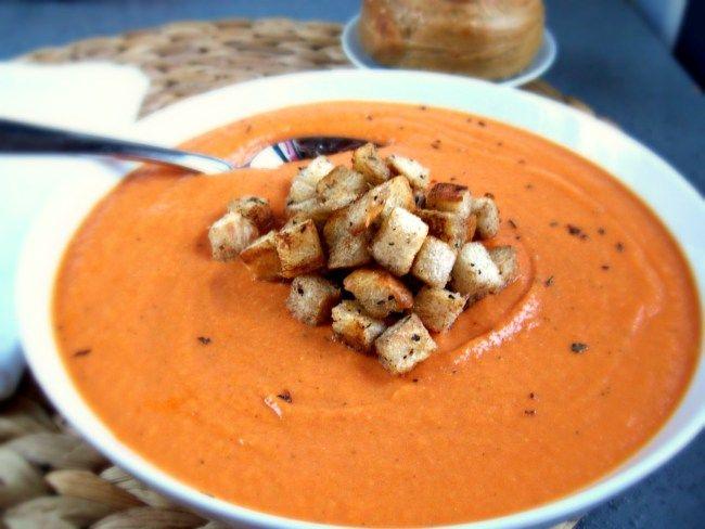 Bisque de tomate à la courge et au basilic