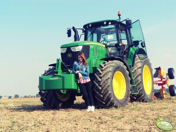 Piękne dziewczyny i piękne maszyny Nice girls and nice tractors #tractors #agriculture