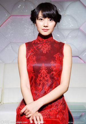 取り入れやすい定番スタイル☆ チャイナドレスに合うヘアスタイルのアイデア 髪型・アレンジ・カットの参考に。