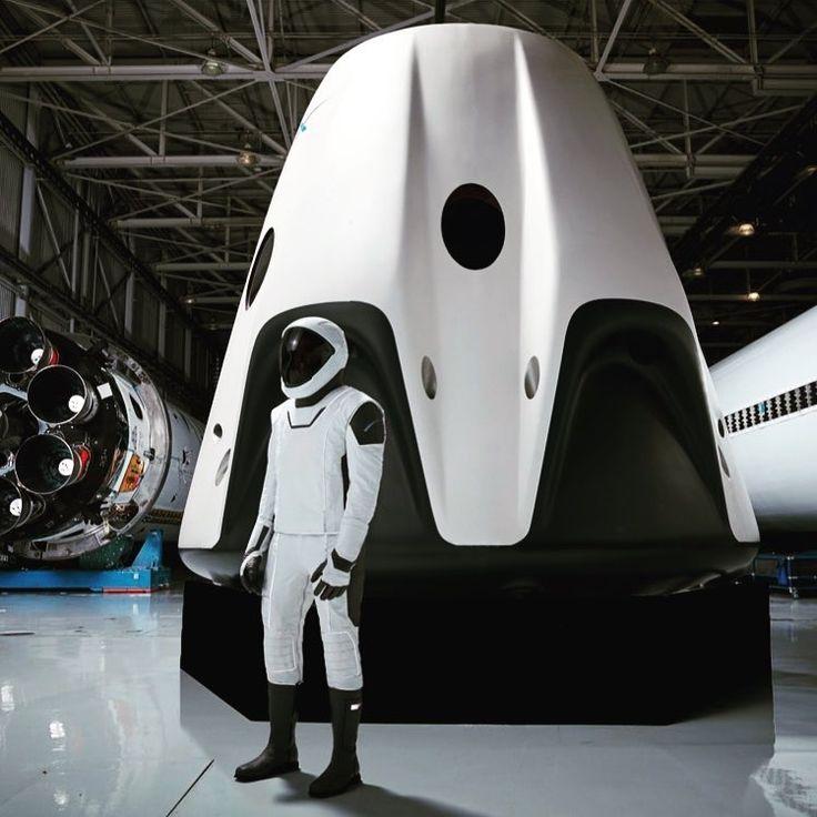 Глава частной аэрокосмической компании SpaceX Элон Маск опубликовал в сервисе Instagramфотографию прототипа скафандра для американских астронавтов, разработанного специалистами SpaceX.…
