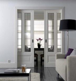 Schuifdeuren sluiten de ruimte af. Deze en suite deuren geven je woonruimte extra uitstraling en zorgen voor een mooie afscheiding tussen twee ruimtes. Skantrae