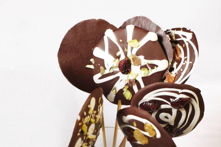Een perfecte traktatie: chocolade op een stokje! - Recept - Allerhande