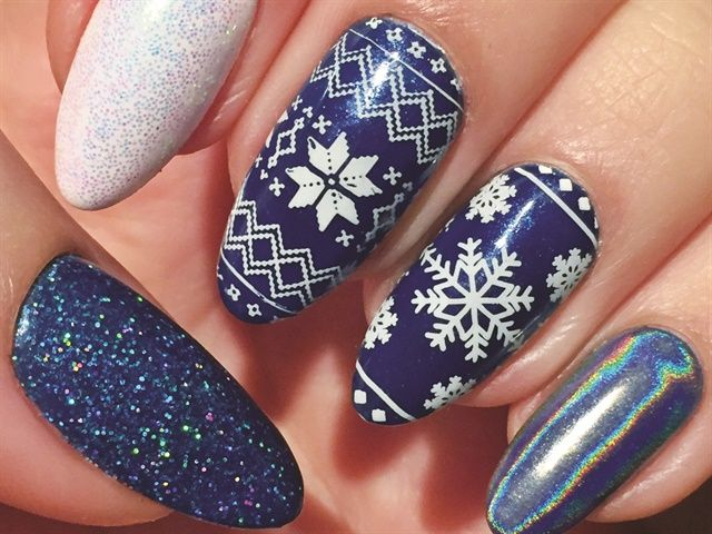 681 best Christmas Nail Art images on Pinterest | Christmas nail art ...