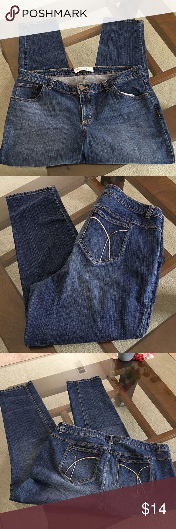 "Fashion bug 20 WP petite SKINNY jeans FASHION BUG sz 20WP petite, skinny, stretch cotton/spandex, waist = 40"" inseam = 28"", very good used condition. Fashion Bug Jeans Skinny"