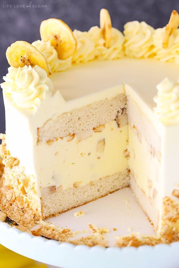 Banana Pudding Ice Cream Cake - moist vanilla cake filled with banana pudding ice cream, sliced bananas and vanilla wafers! No churn and so good! from @lifelovesugar