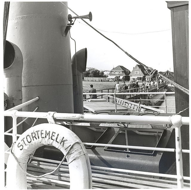 Vlieland - houten aanlegsteiger - 1948 | Flickr - Photo Sharing!